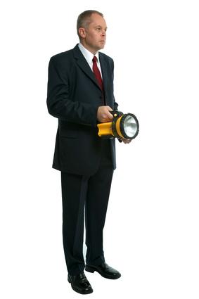 Dirigeant qui cherche une nouvelle solution avec le coaching. Aide à la prise de décision.